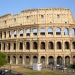 Vista esterna del Colosseo, simbolo di Roma e dell'Italia